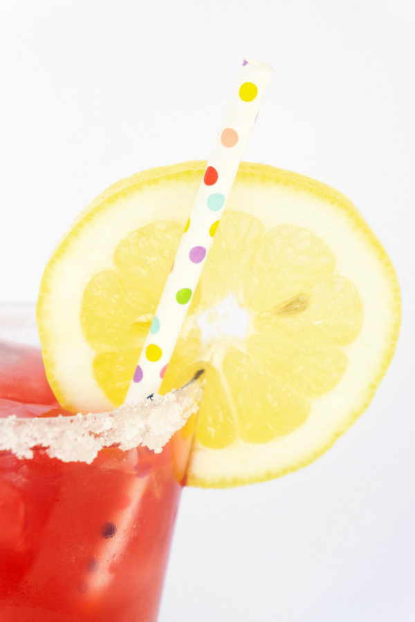A tall glass of Pomegranate Lemonade is just what summer ordered! #pomegrante #lemonade