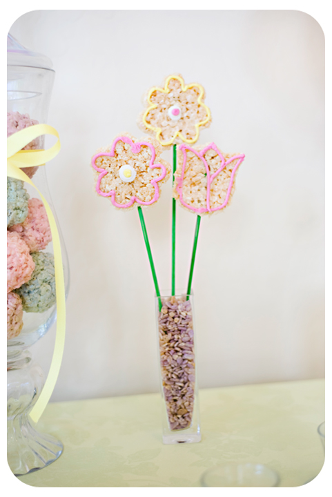 Create your own edible flower arrangement of beautiful Rice Krispies Flower Treats on a stick and decorated with buttercream frosting.