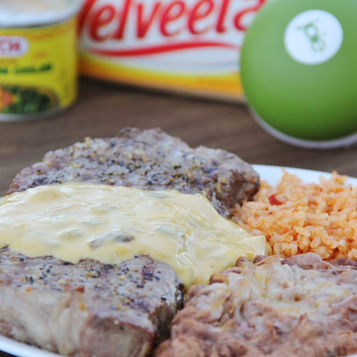 steak tampico (steak covered in chile-cheese sauce)