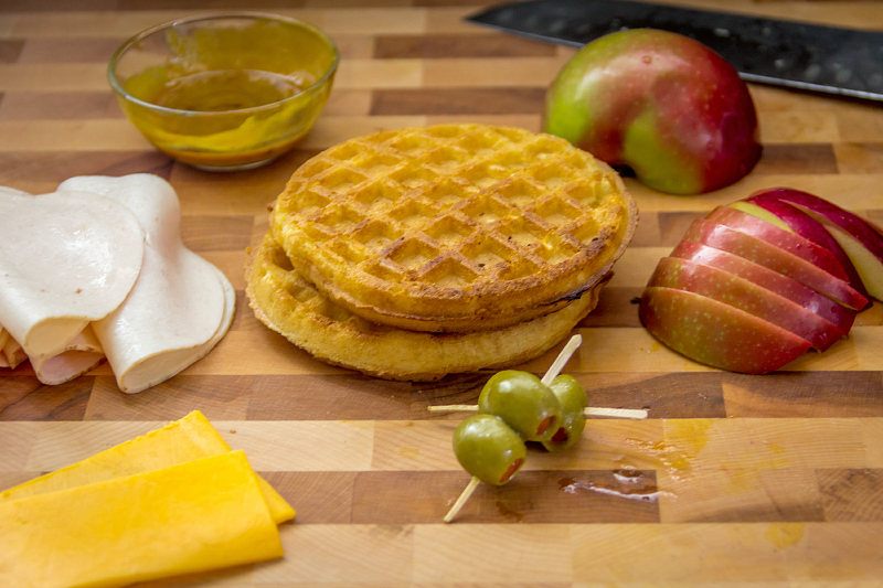 Chicken & Waffle Sandwiches...it's comfort food, but in only 15 minutes!  #15MinuteSuppers