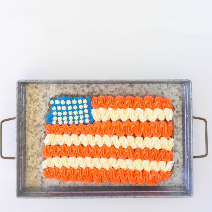 Make this Giant Patriotic Cookie Cake for all your summer parties from Memorial Day to 4th of July to Labor Day.  It's so easy to make {promise} and it will the highlight of the dessert table!
