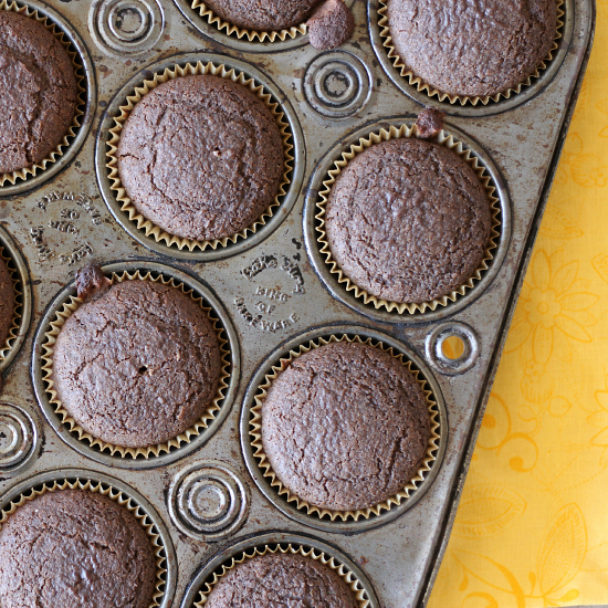 These Gluten Free Chocolate Muffins that are low in fat and have only 4 Weight Watchers PointsPlus per muffin
