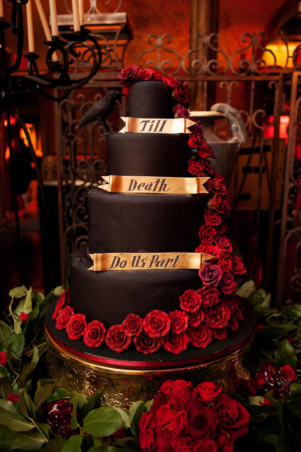 elegant halloween wedding inspiration dracula inspired - Halloween Wedding Cakes Pictures