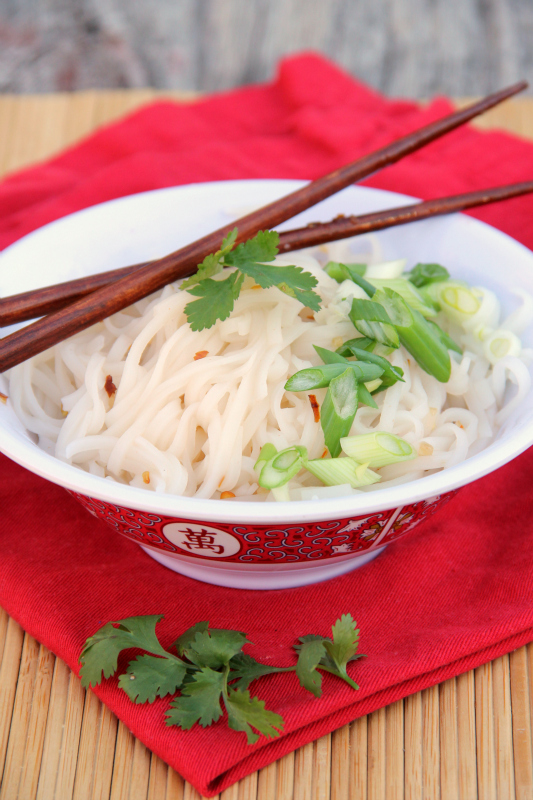A simple noodle bowl is all that you need to for supper tonight, this Asian Sweet & Spicy Noodle Bowl is perfect for busy nights.