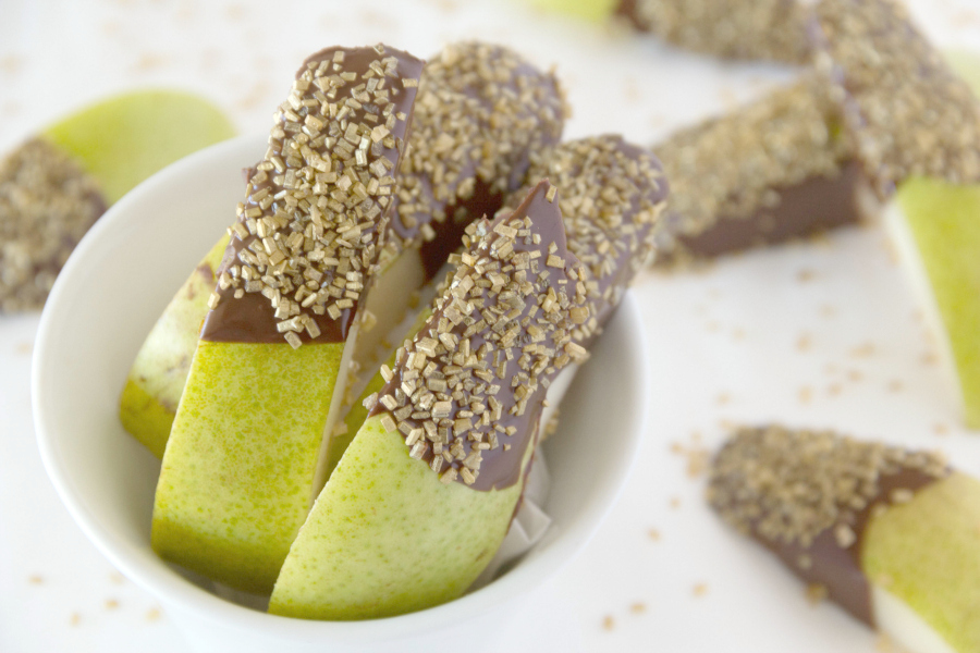 Forget caramel apples, these CHOCOLATE DIPPED PEARS will rock your world and become your new favorite treat.
