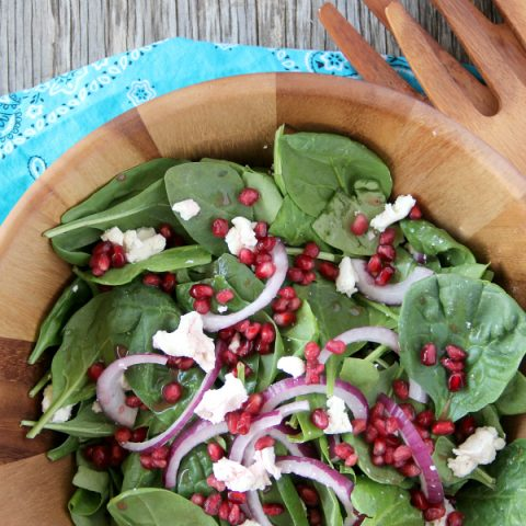POMEGRANATE AND GOAT CHEESE SALAD with an easy and delicious homemade Pomegranate Vinaigrette