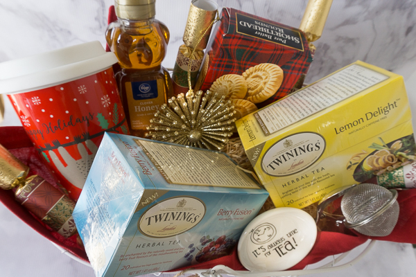 Don't show up empty handed to holiday or dinner parties.  It's a good idea to always to take little hostess gift with you.  I love putting together a little gift basket of goodies for a last minute hostess gift.