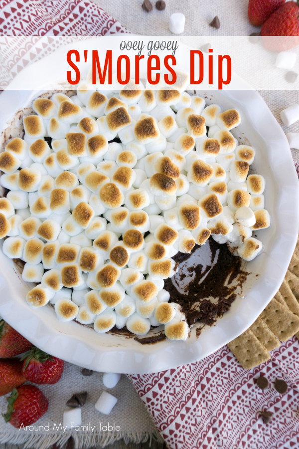Ooey gooey S'mores Dip will be your new family favorite!  A blend of chocolate and heavy cream that's topped with roasted marshmallows makes a scrumptious dessert! #smores #desserts #smoresdip #chocolatedessert