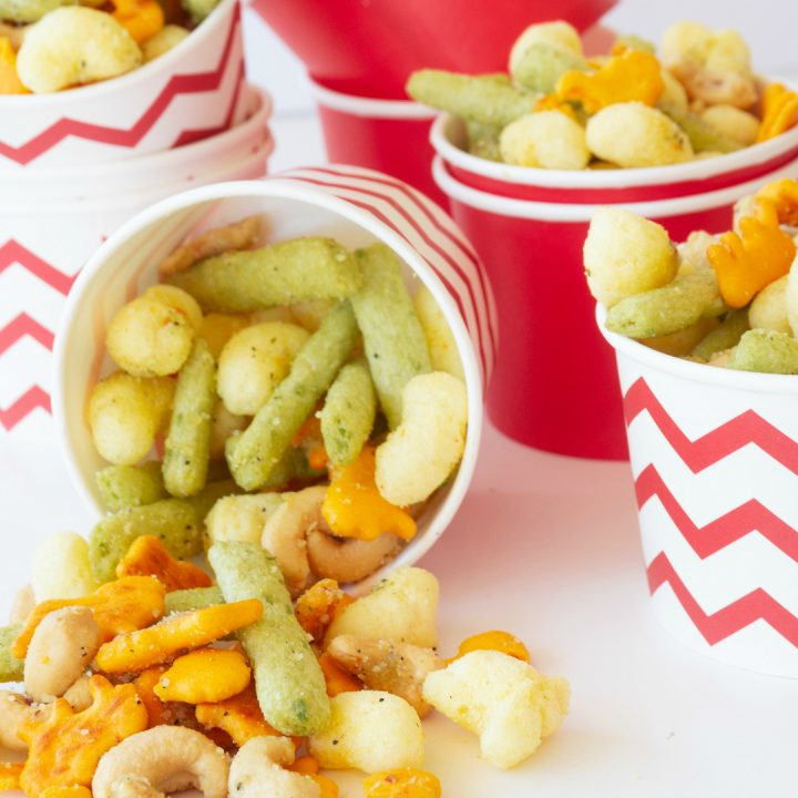This no bake, 5 minute snack idea is such a hit. Using my kids favorite munchies and turning them in to this 5 Minute Italian Snack Mix really made their day. A simple homemade snack is just a few ingredients and 5 minutes away.